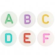 Letter kraal wit gekleurde letter